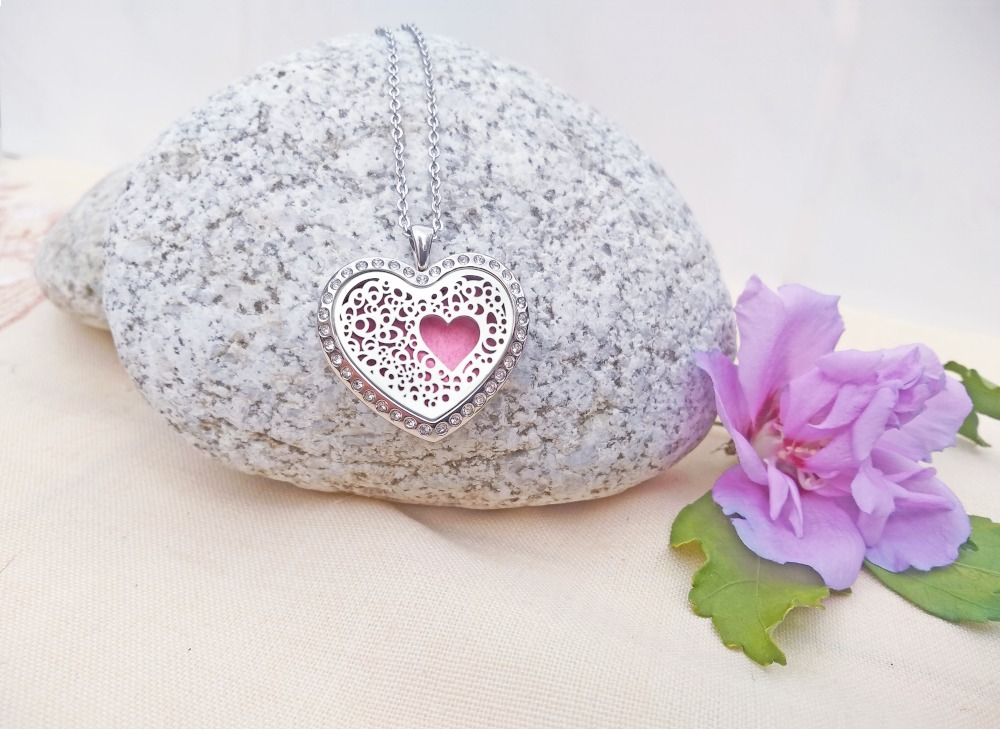Aroma šperky - prírodná aromaterapia a šperky srdce s kryštálom