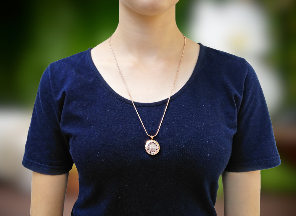 aroma šperk mandala zlatá na krku