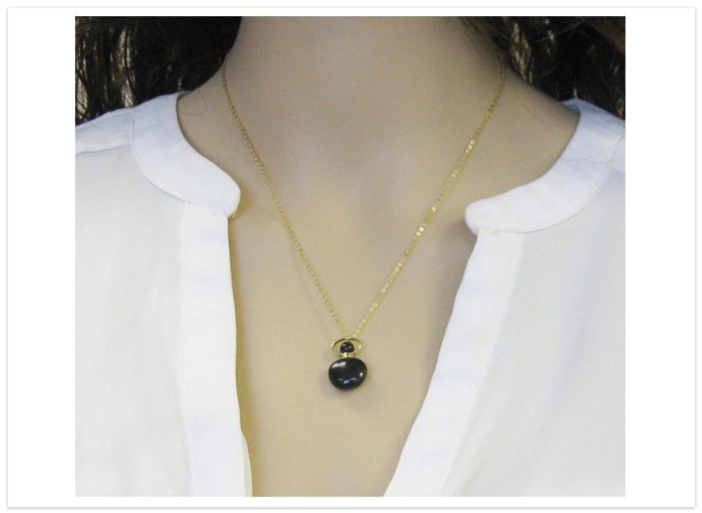 Aromatický prívesok obsidián na krku
