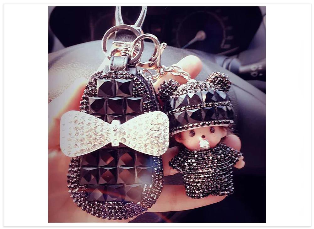 Puzdro na kľúče s bábikou čierne